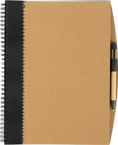 Återvunnen anteckningsbok i kartong med penna