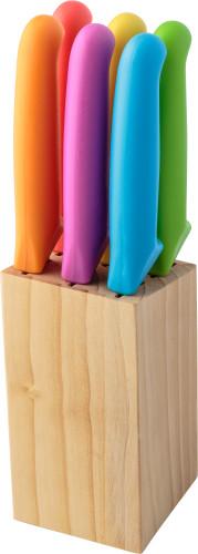 Set med 6 st  köksknivar i träblock