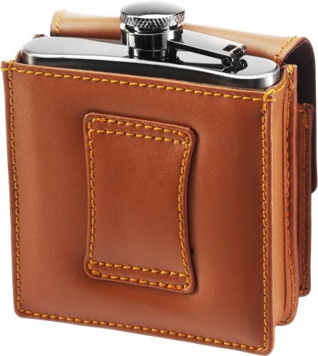 Exklusiv plunta, 175 cl, i rostfritt stål i läderfodral med separat ficka med lock. Finns bältesfäste på baksidan.